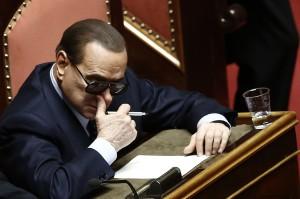 Berlusconi senatore con gli occhiali da sole